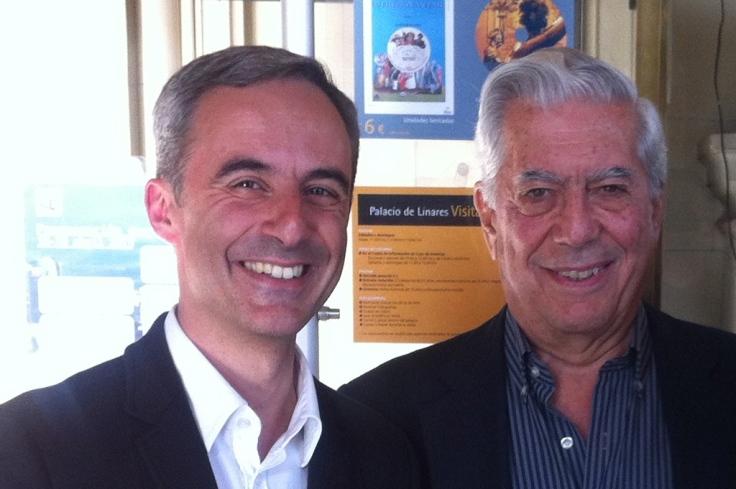 Jorge Segado con Mario Vargas Llosa