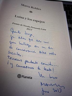 Dedicatoria de Luisa y los espejos, de Marta Robles.